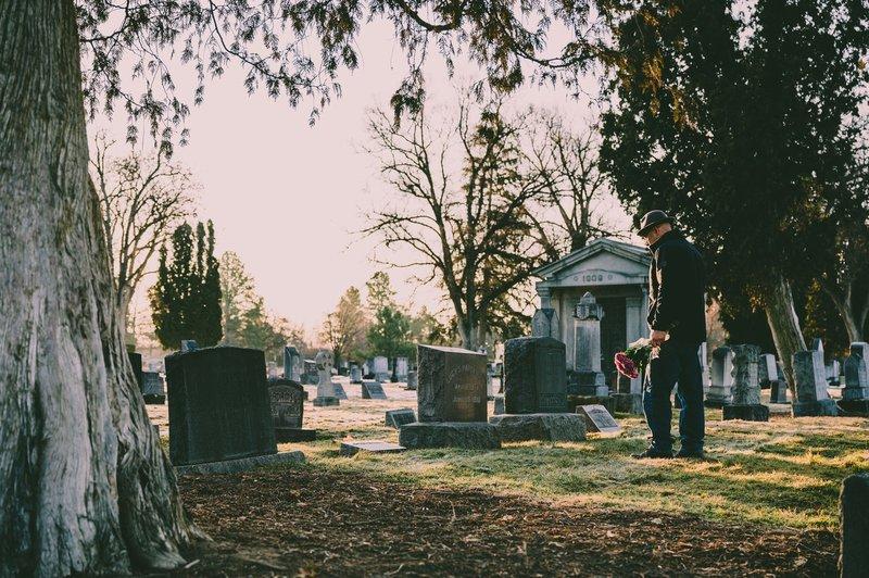 疫情下的葬禮革命
