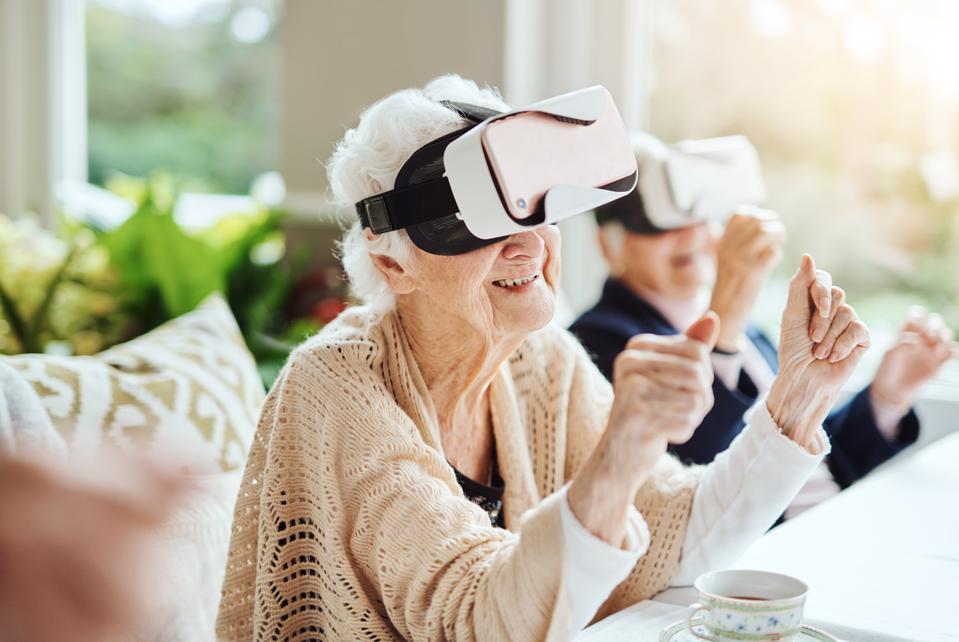 【七分熟|疫情下的體驗突圍!VR如何成為對應老年寂寞與社會疏離的「連結」】